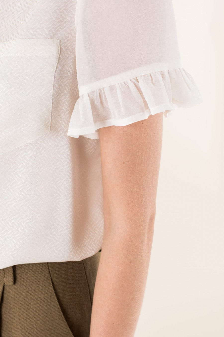 Blouse with short sleeves