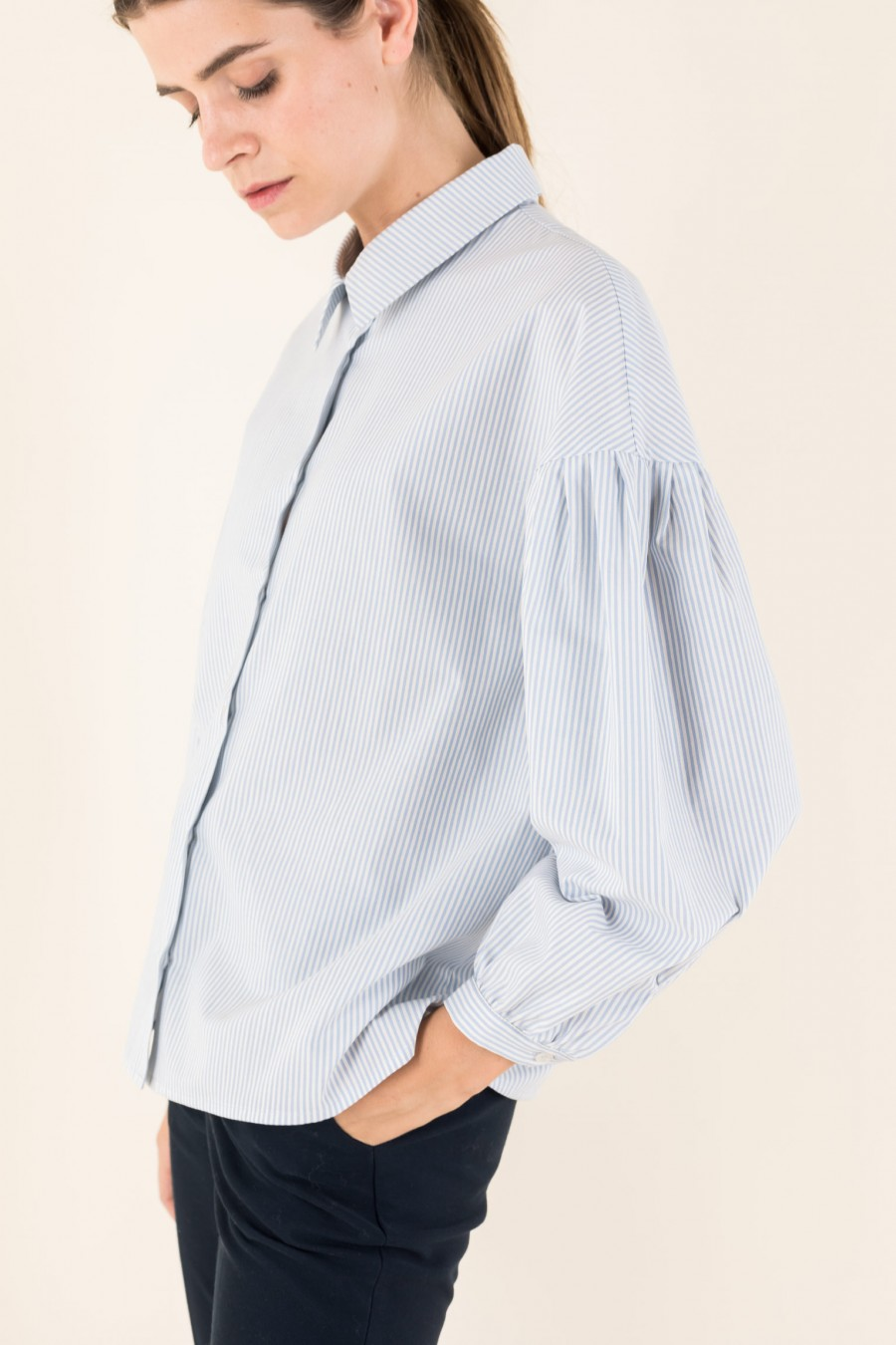 Wide shirt with puffy sleeves