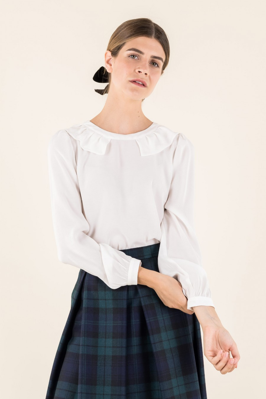Blouse with romantic collar