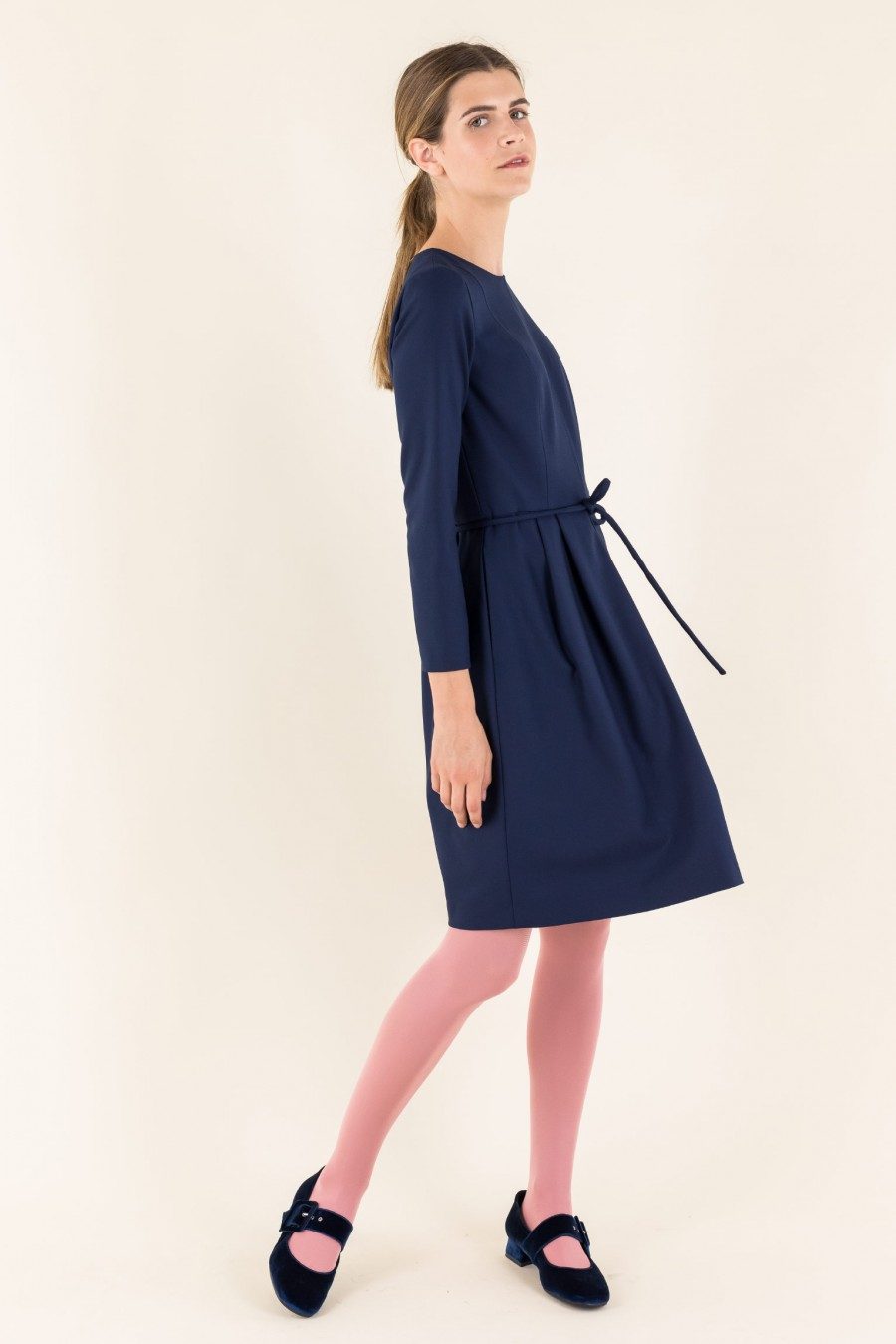 Crêpe dress with belt and 3/4 sleeves