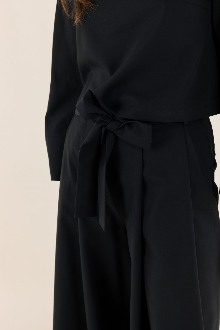 Wide black trousers with bow
