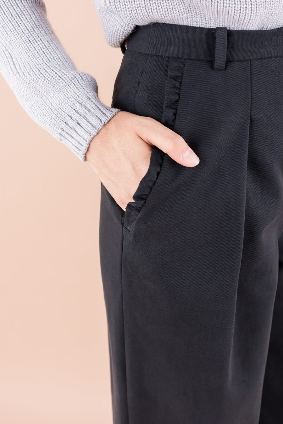 Blue trousers with ruffles on the pockets