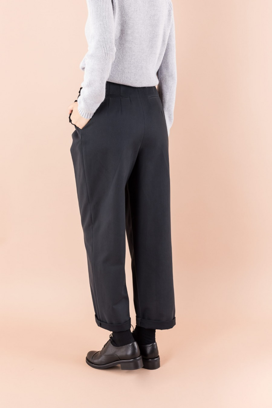 Elegant blue trousers with ruffles