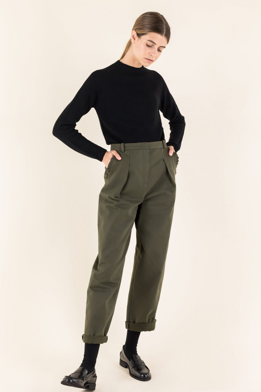 Military green egg-shaped trousers