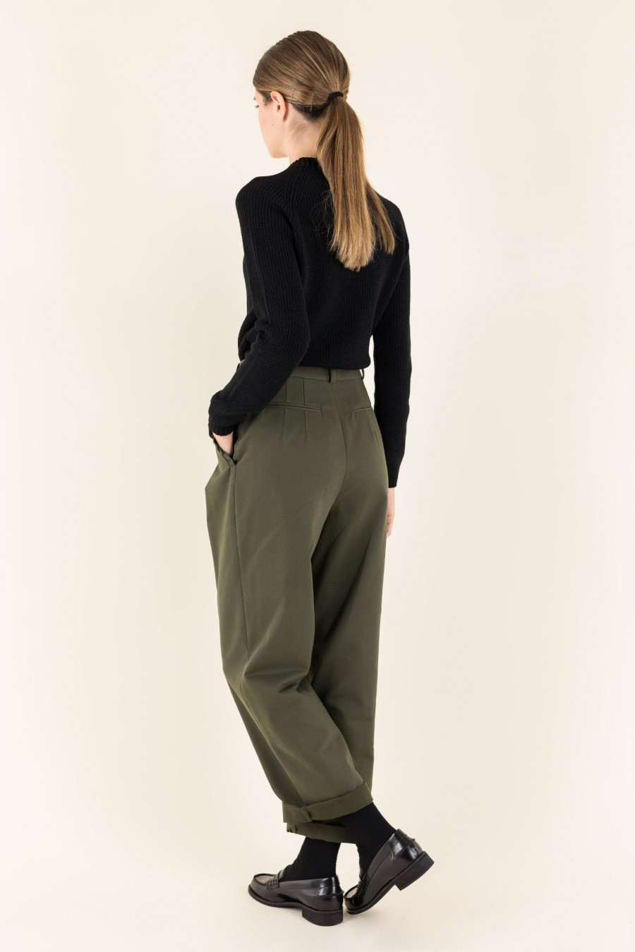 trousers with little ruffle on the pockets