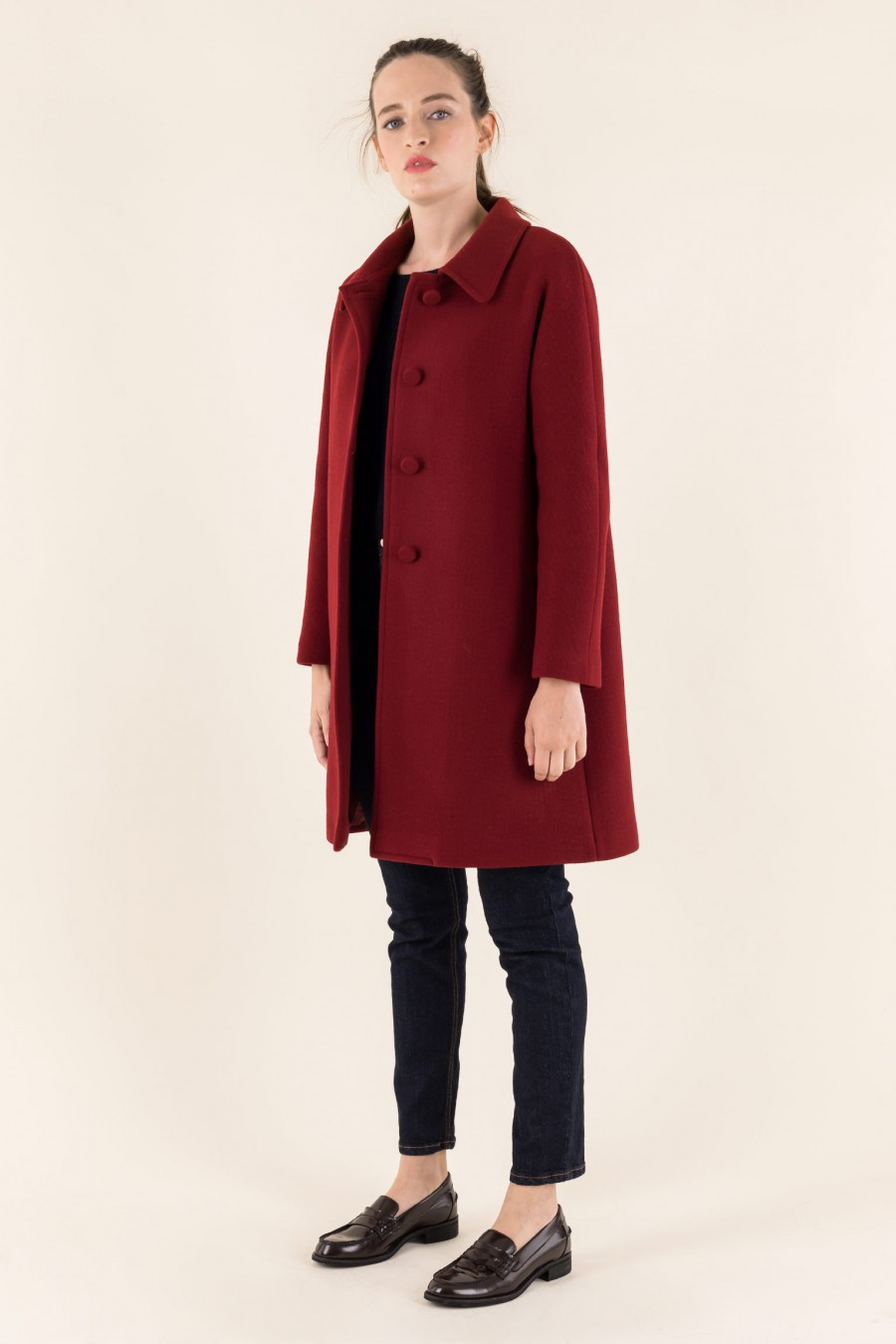 Coat with gusset sleeves