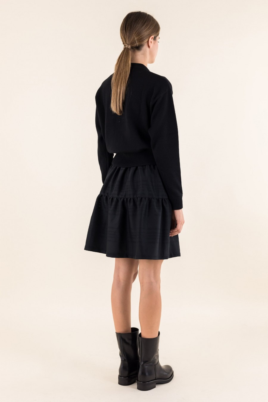 Flounced black skirt