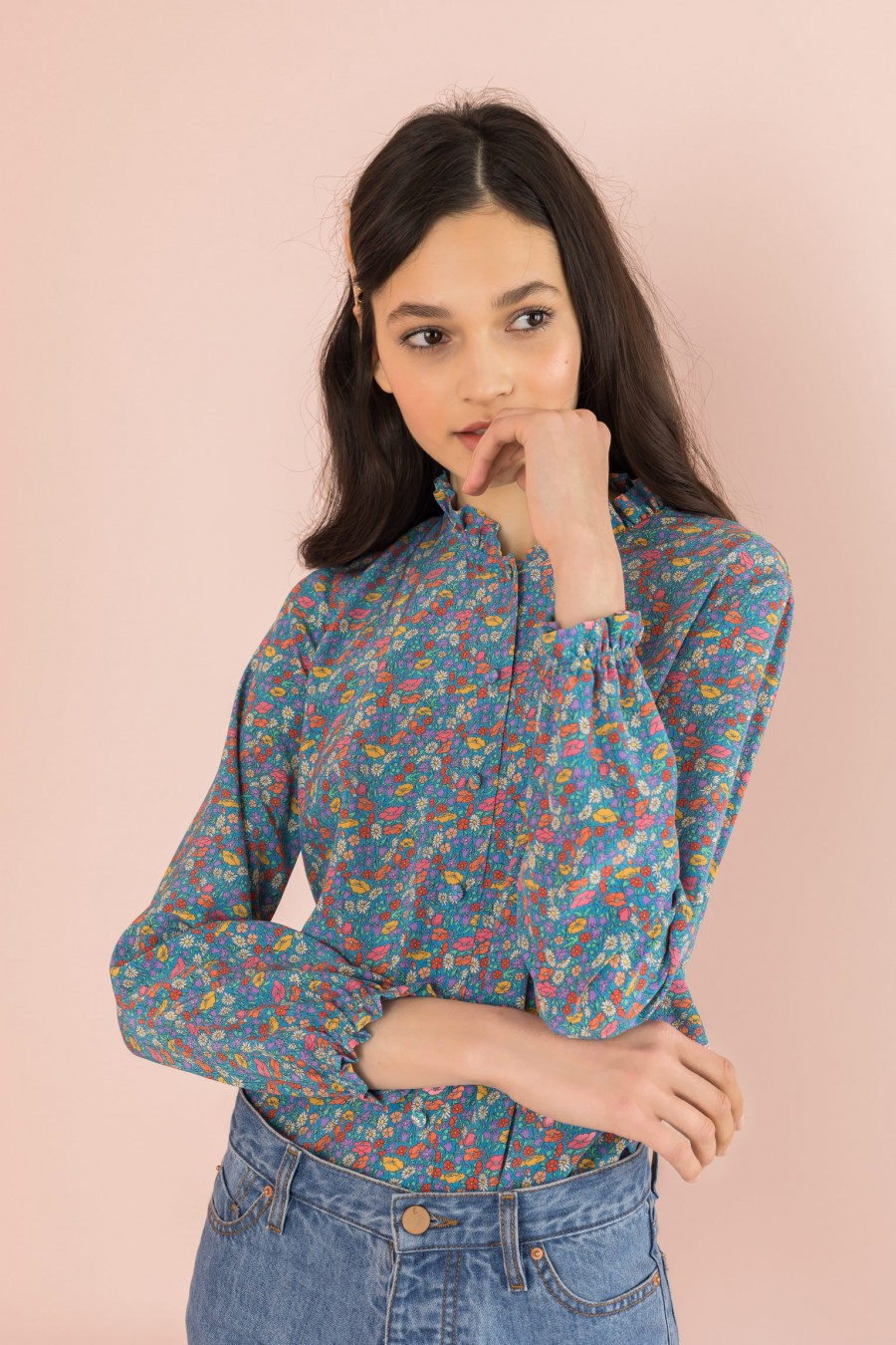 flowered shirt with pattern and long sleeves