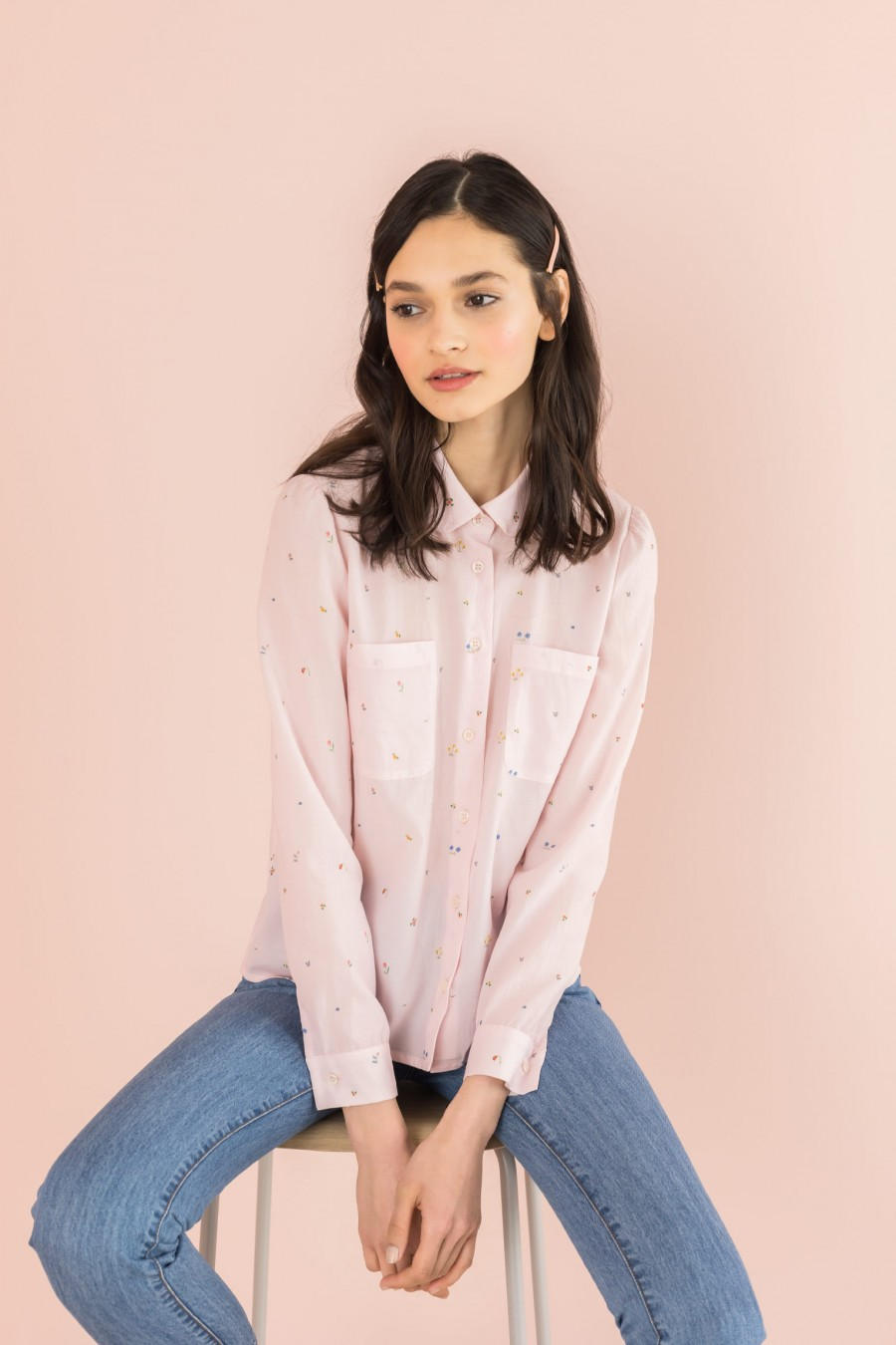shirt with pockets and rounded collar