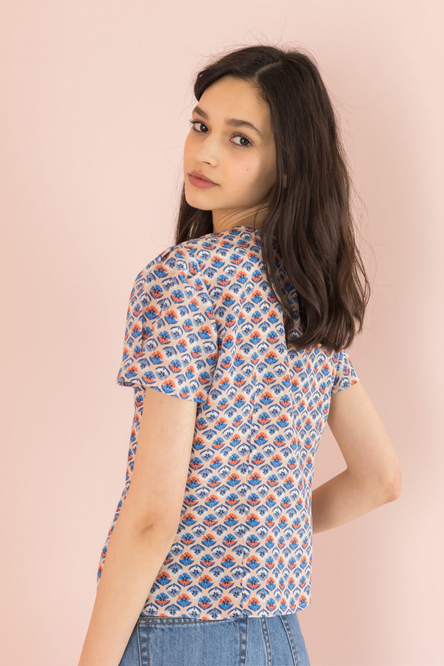 silk shirt with pattern and short sleeves
