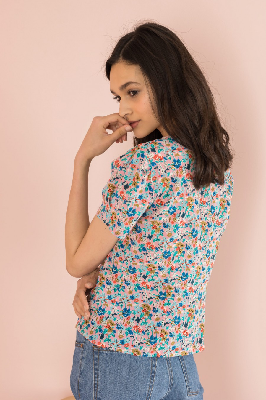flowered shirt with V-neckline