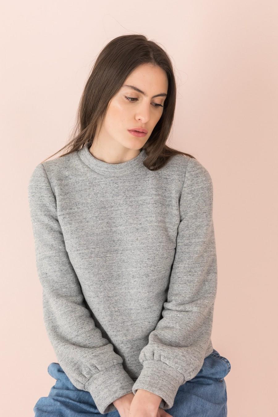 sweatshirt with detachable collars