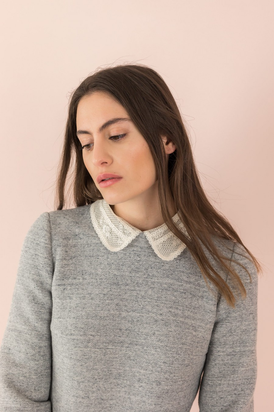 grey sweatshirt with detachable collars