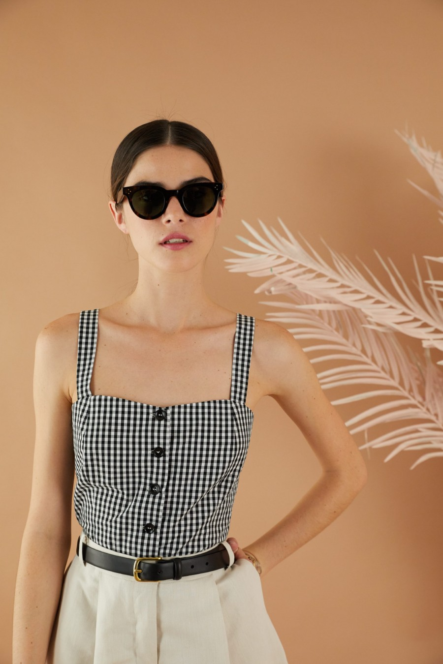 Top with front buttons in black and white vichy