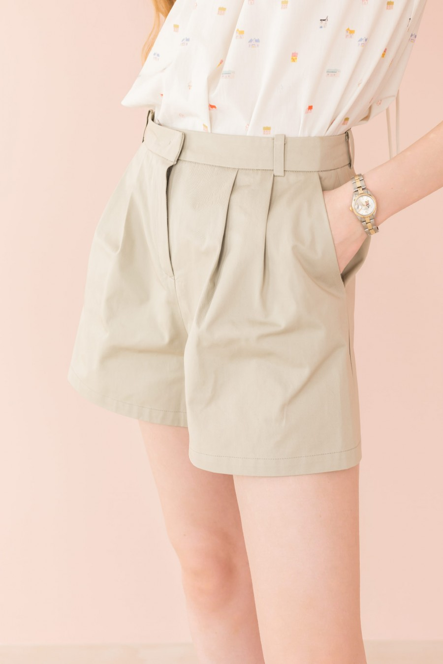 beige shorts with pleats