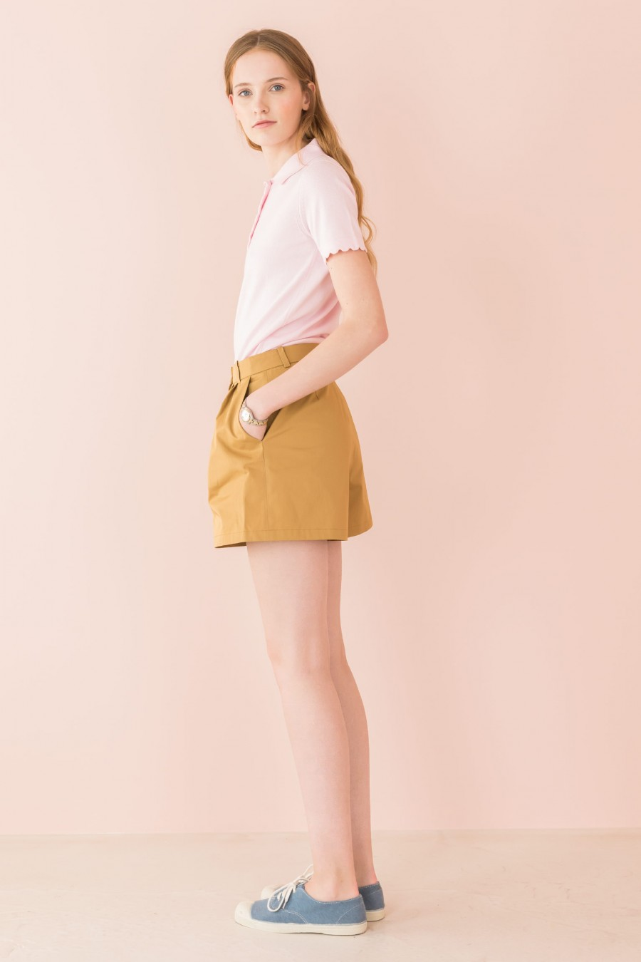 mustard shorts with pleats and with pockets