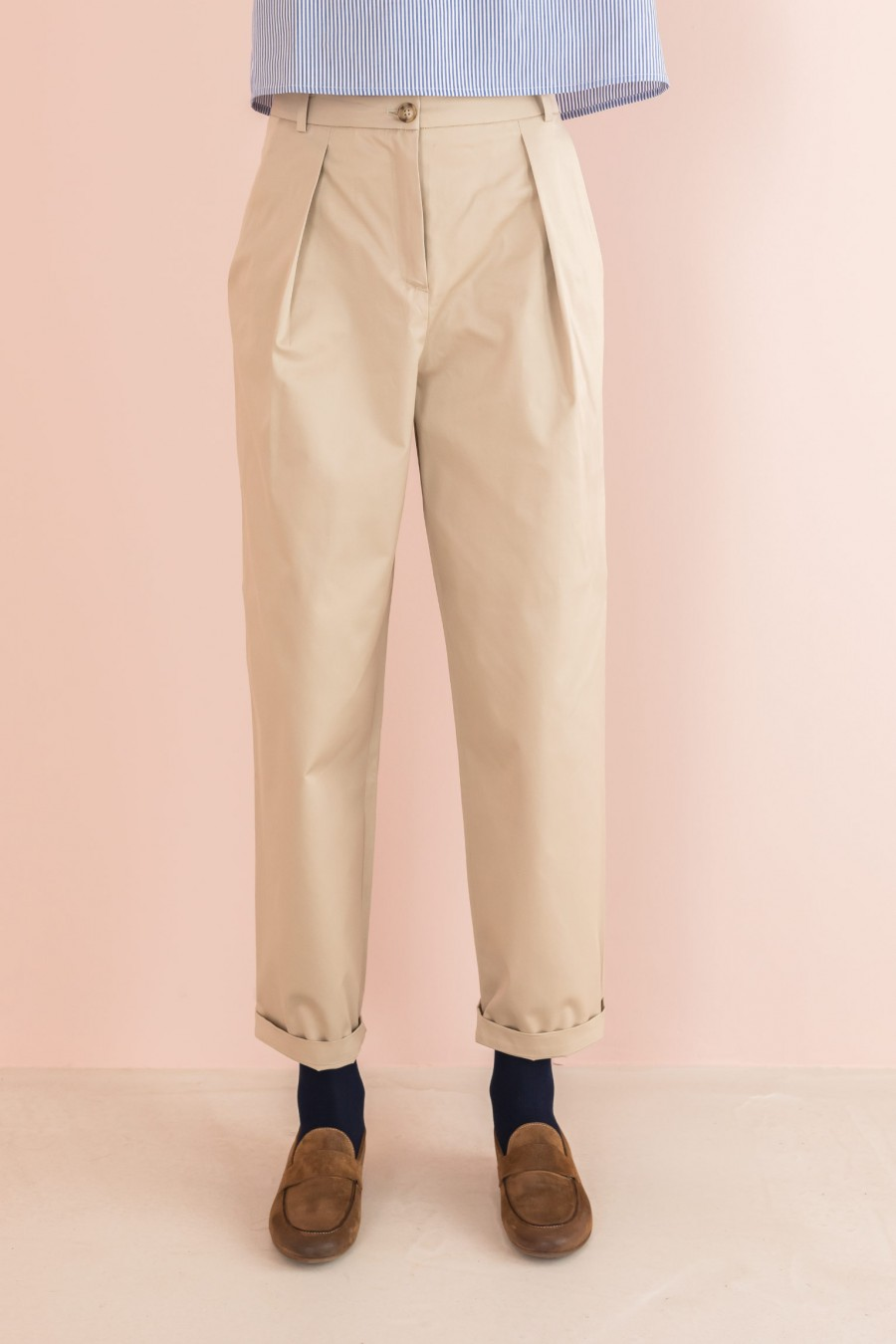 beige egg-shaped trousers with pinces