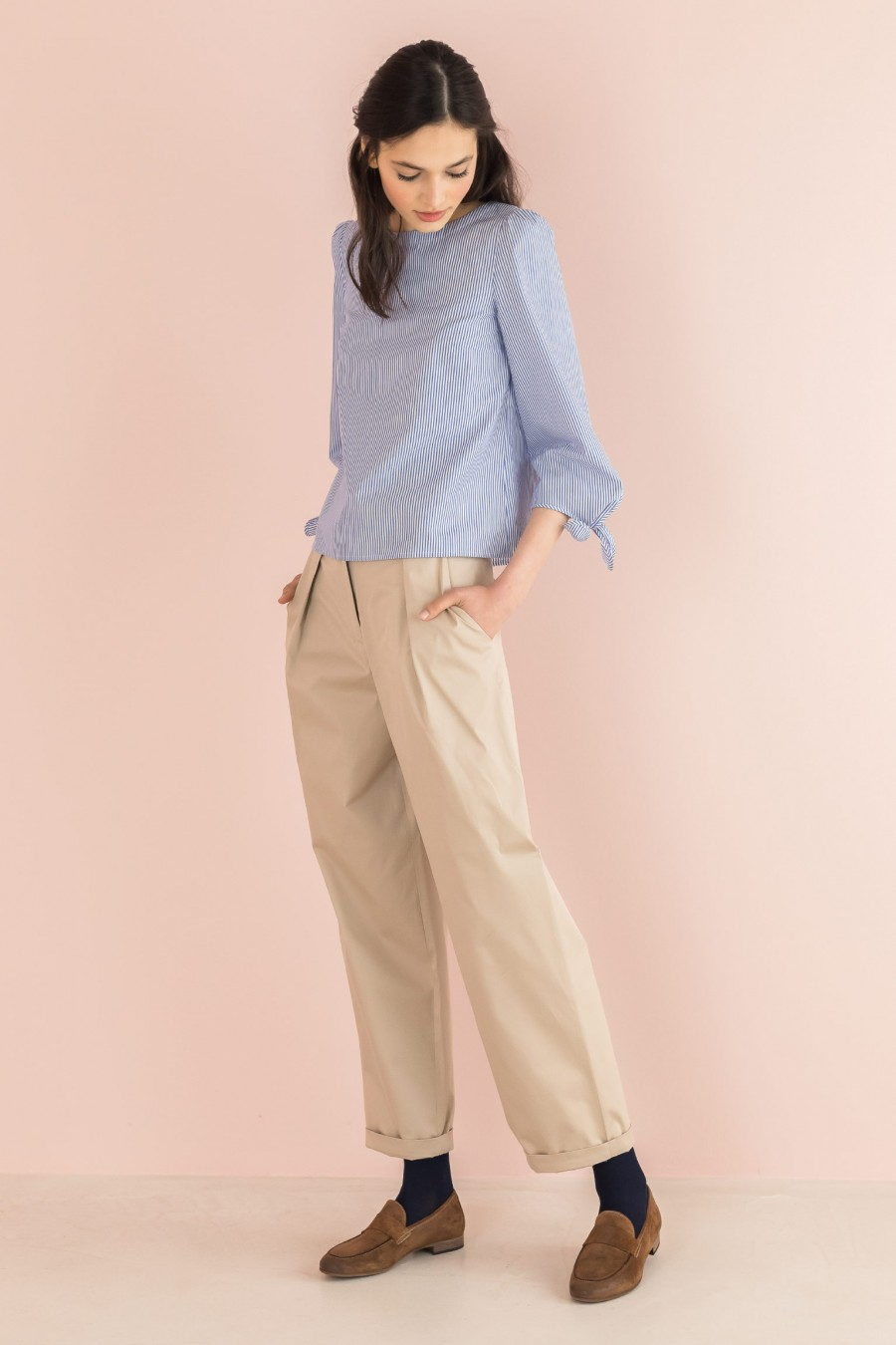 beige trousers with pinces