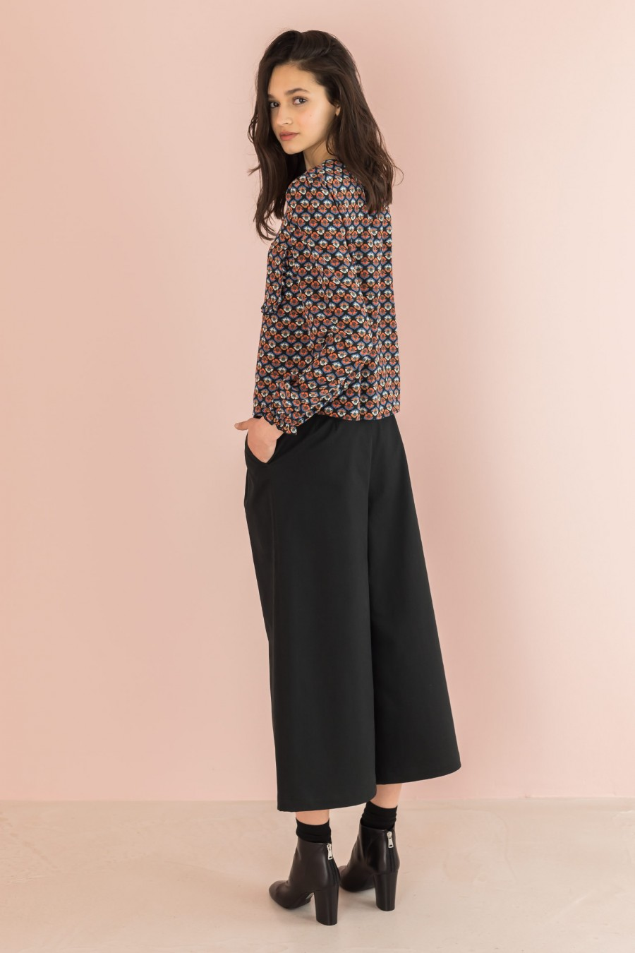spring black trousers