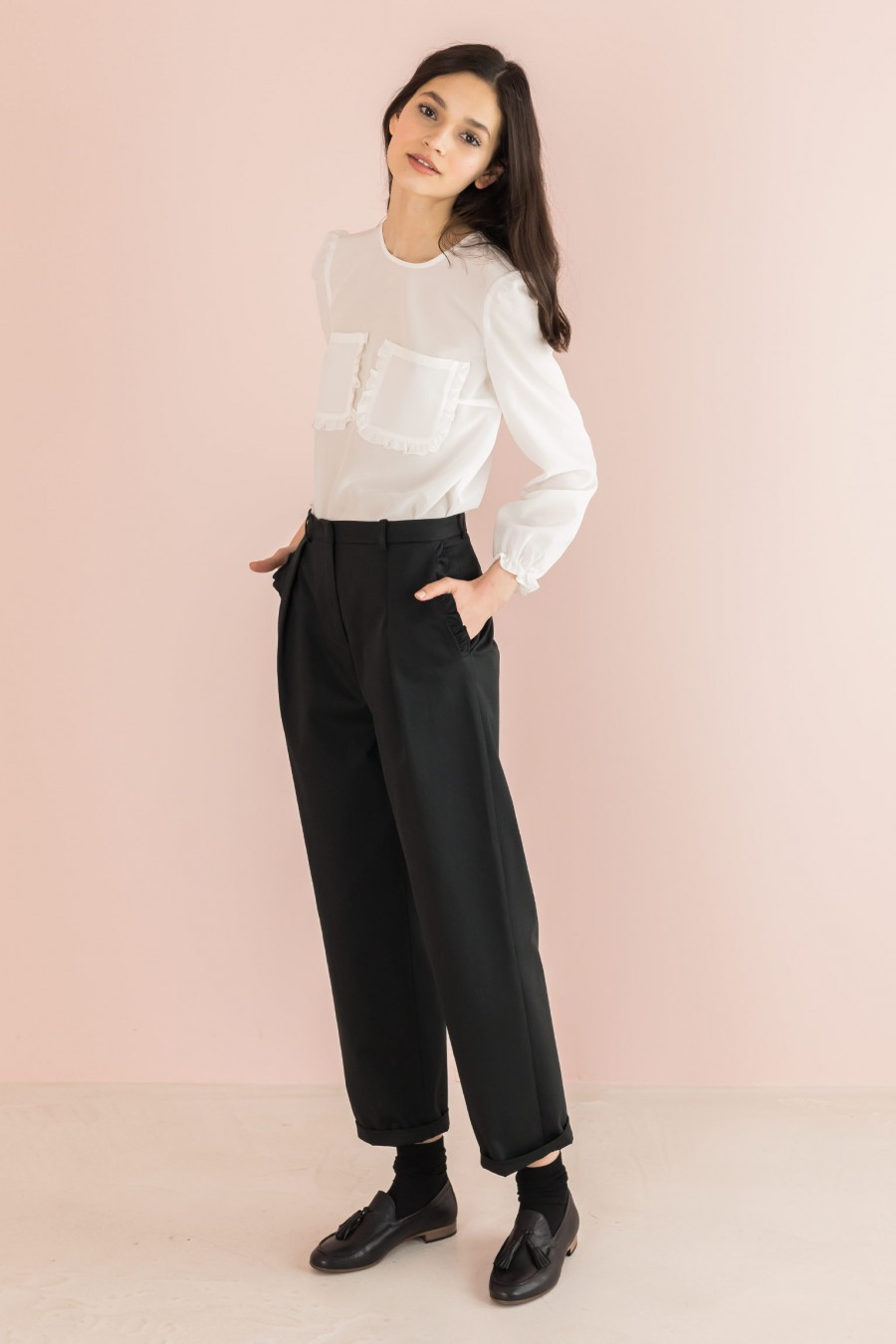 black egg-shaped trousers with ruffles on the pockets