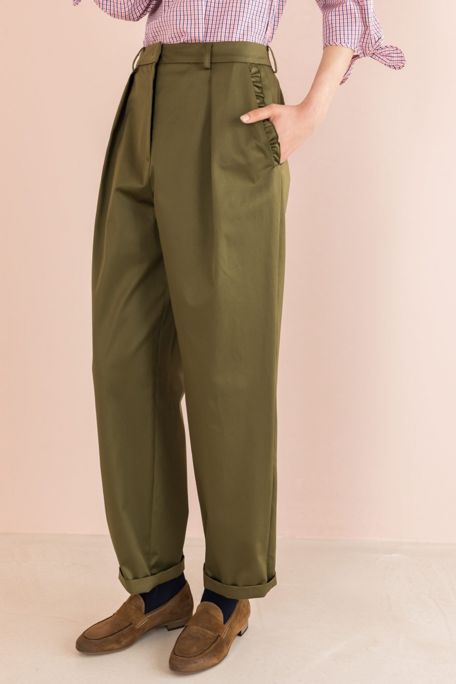 military egg-shaped trousers with ruffles on the pockets