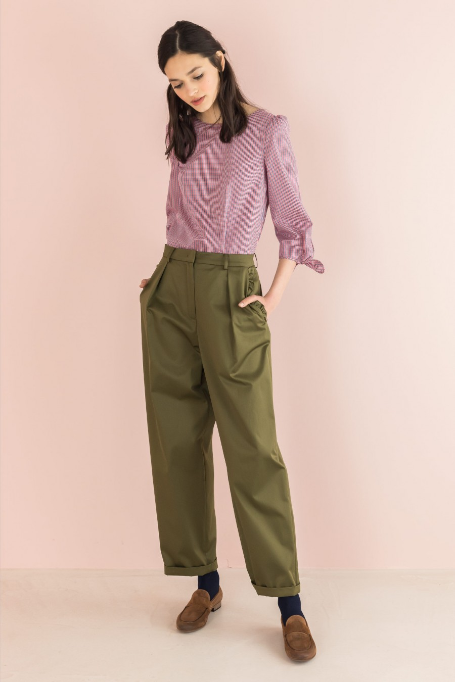 egg-shaped trousers with ruffles