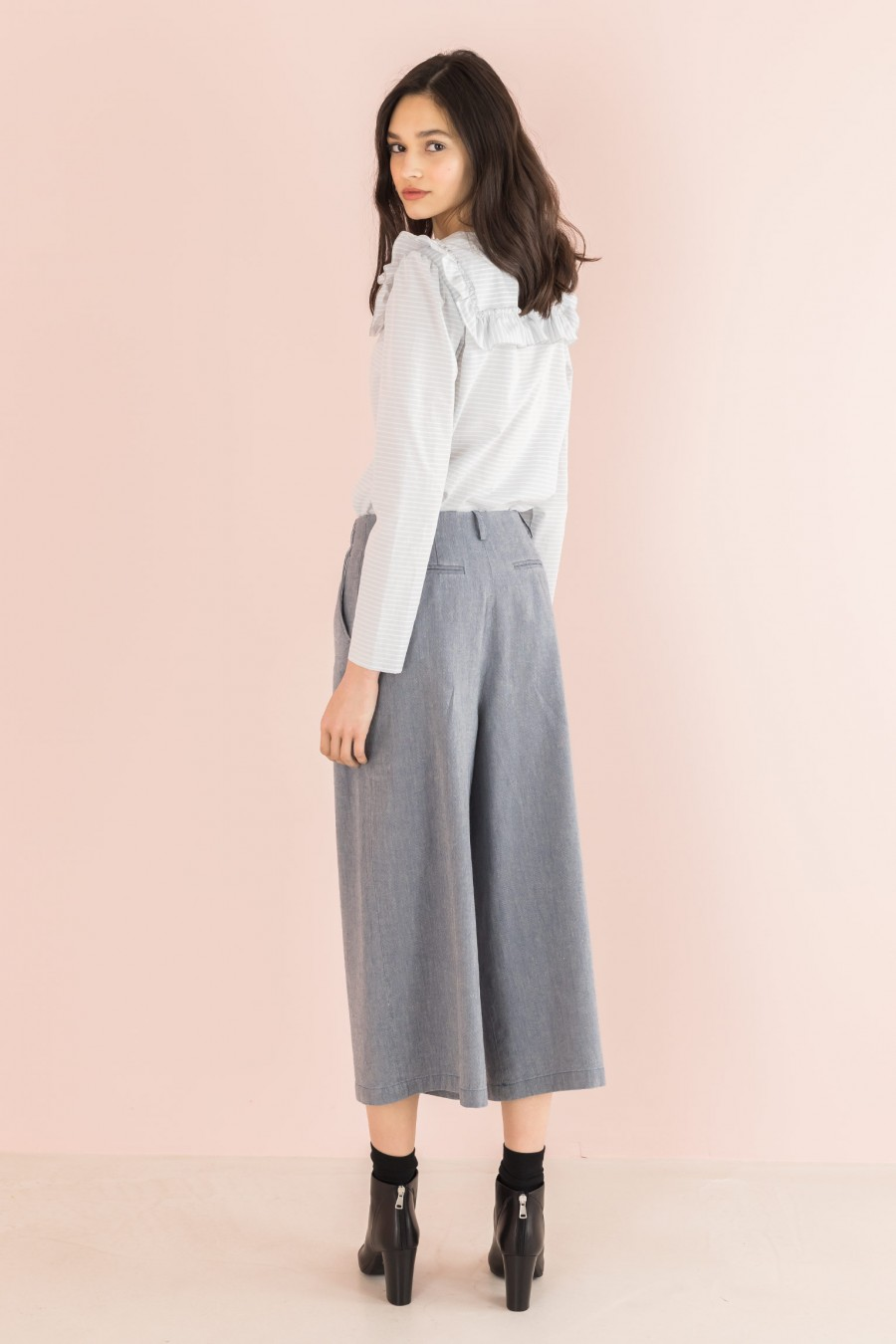 trousers in cotton and linen