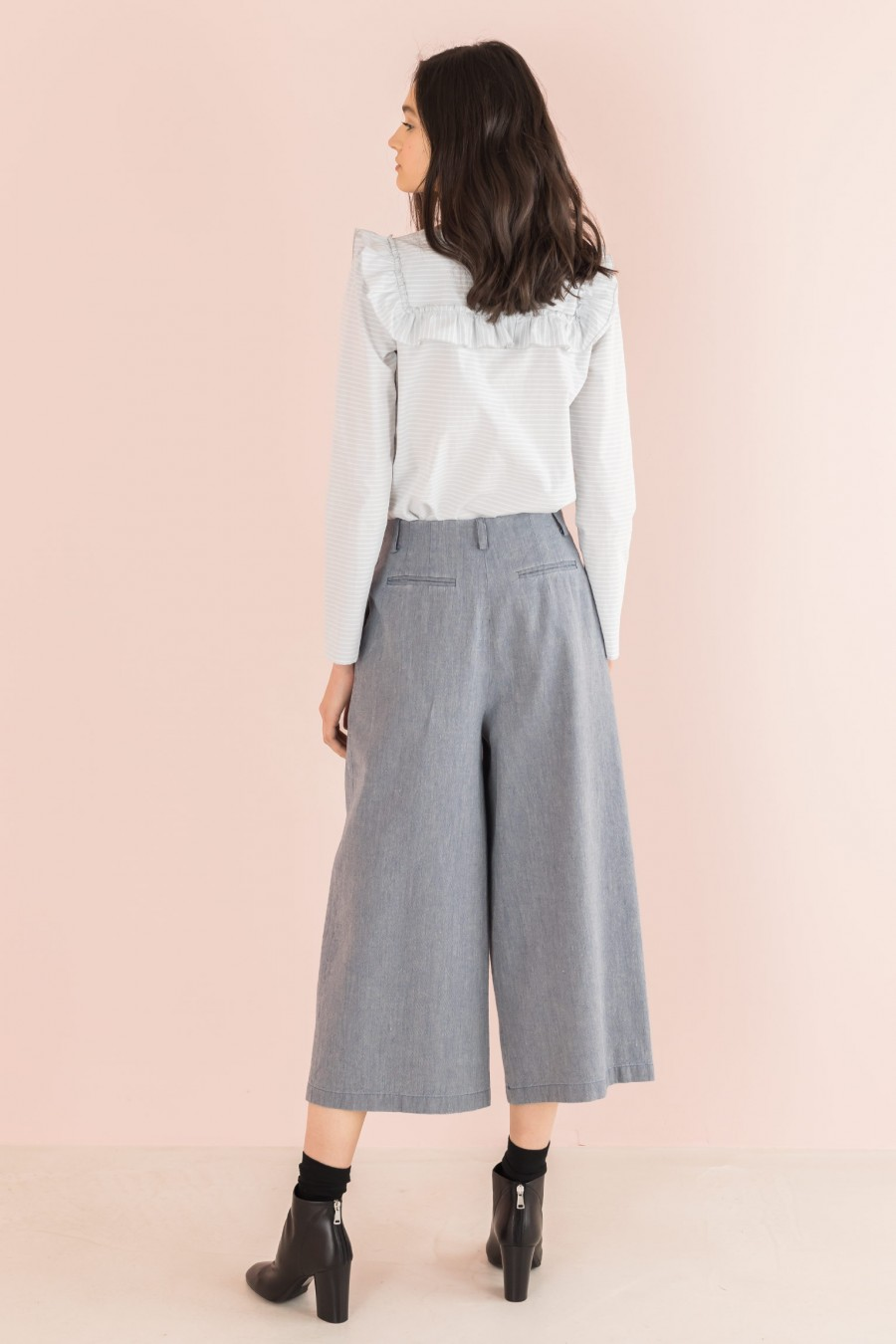 light trousers in cotton