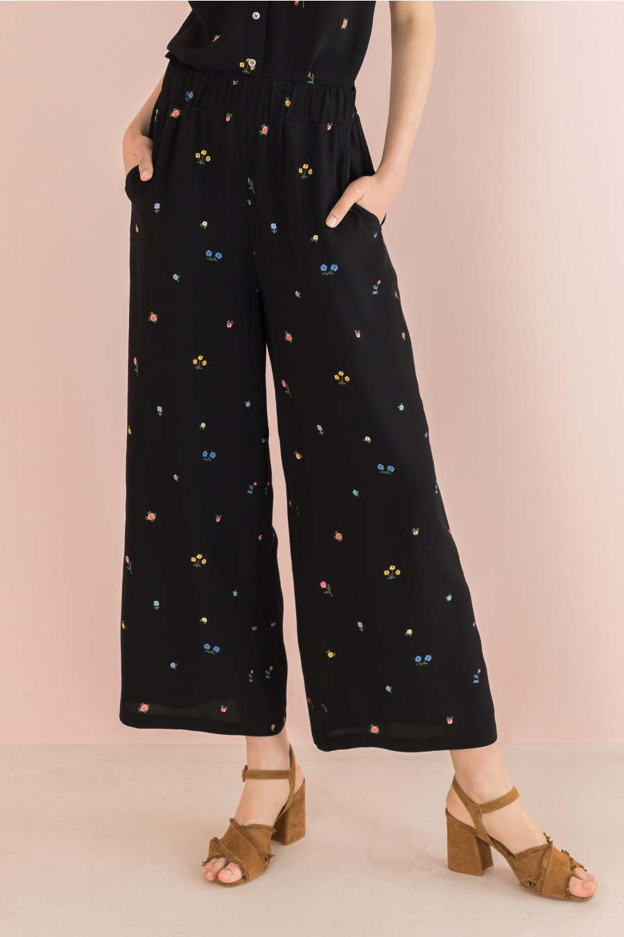 wide trousers with elastic band
