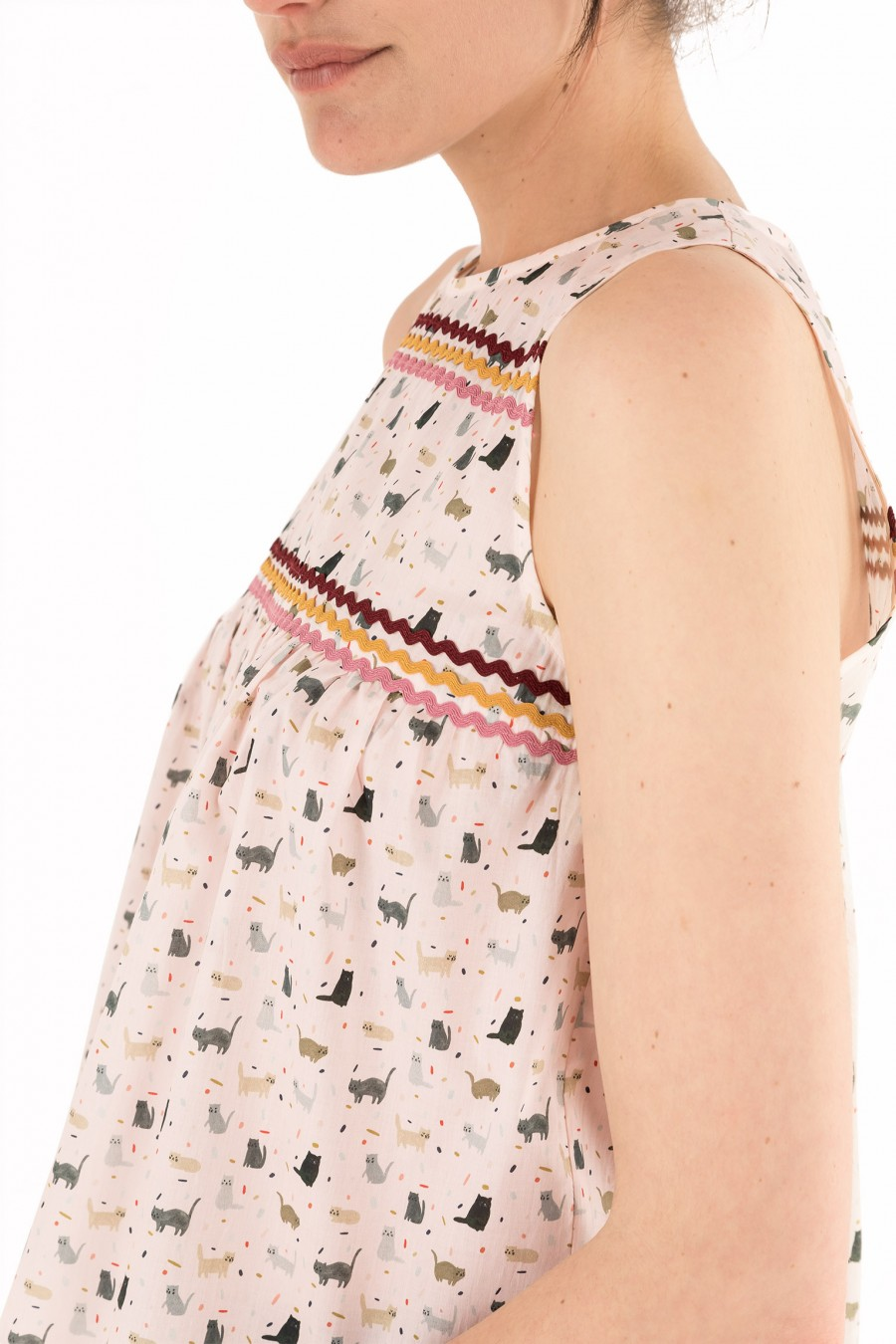 Light cotton top with kittens