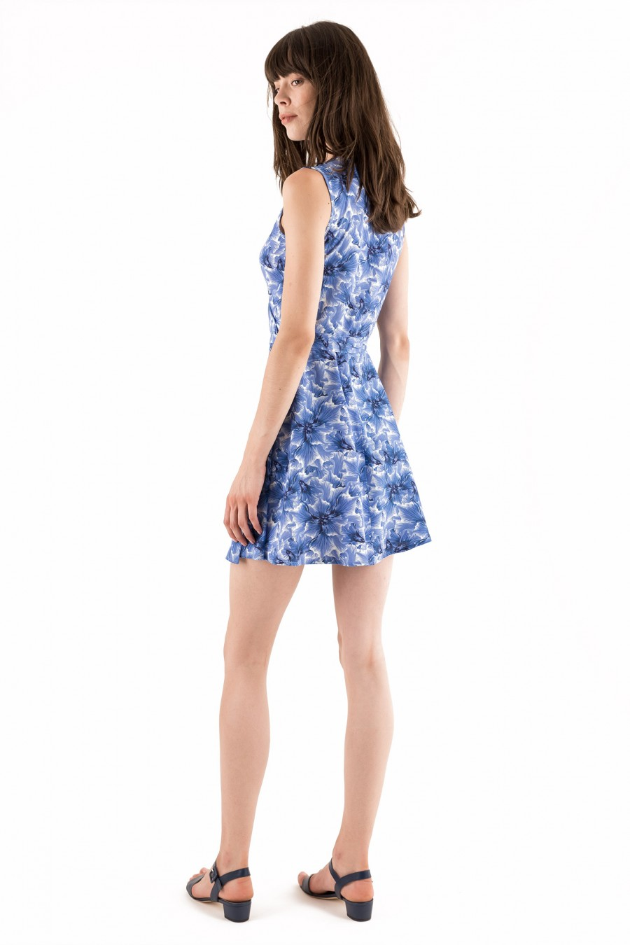 Crossed short dress with floral pattern