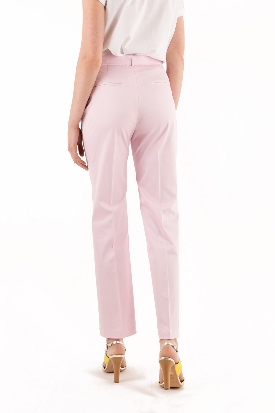 Pleated pink trousers