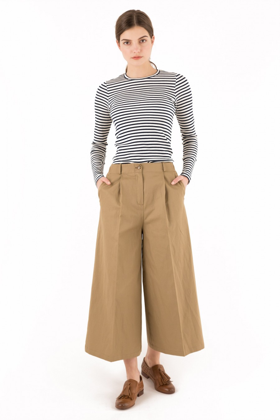 Trousers in cotton and linen khaki color