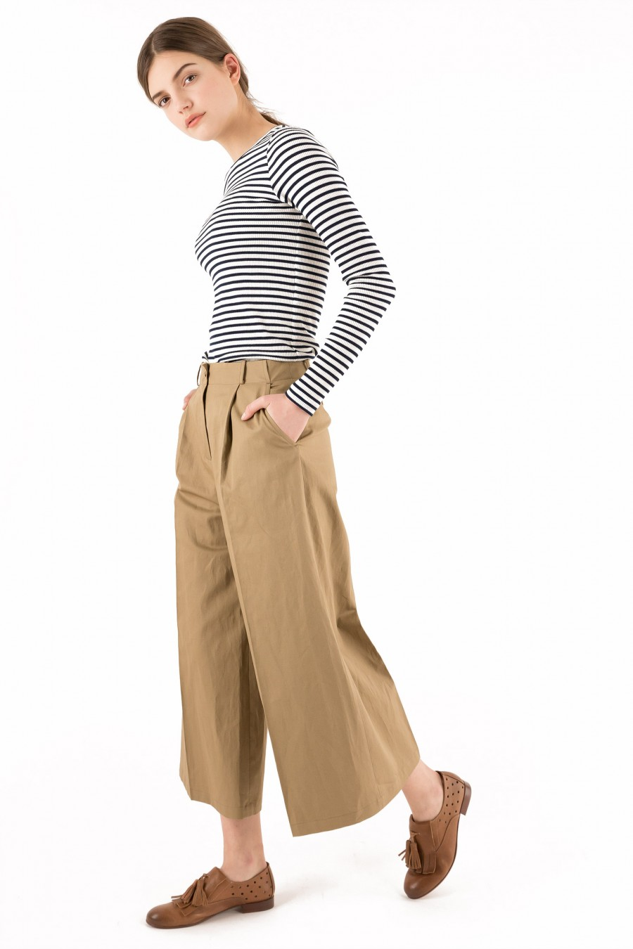 khaki large-fitting trousers