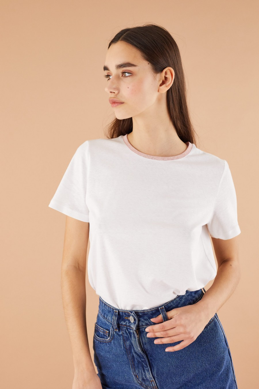 linen blend tee with contrasting pink ribbing