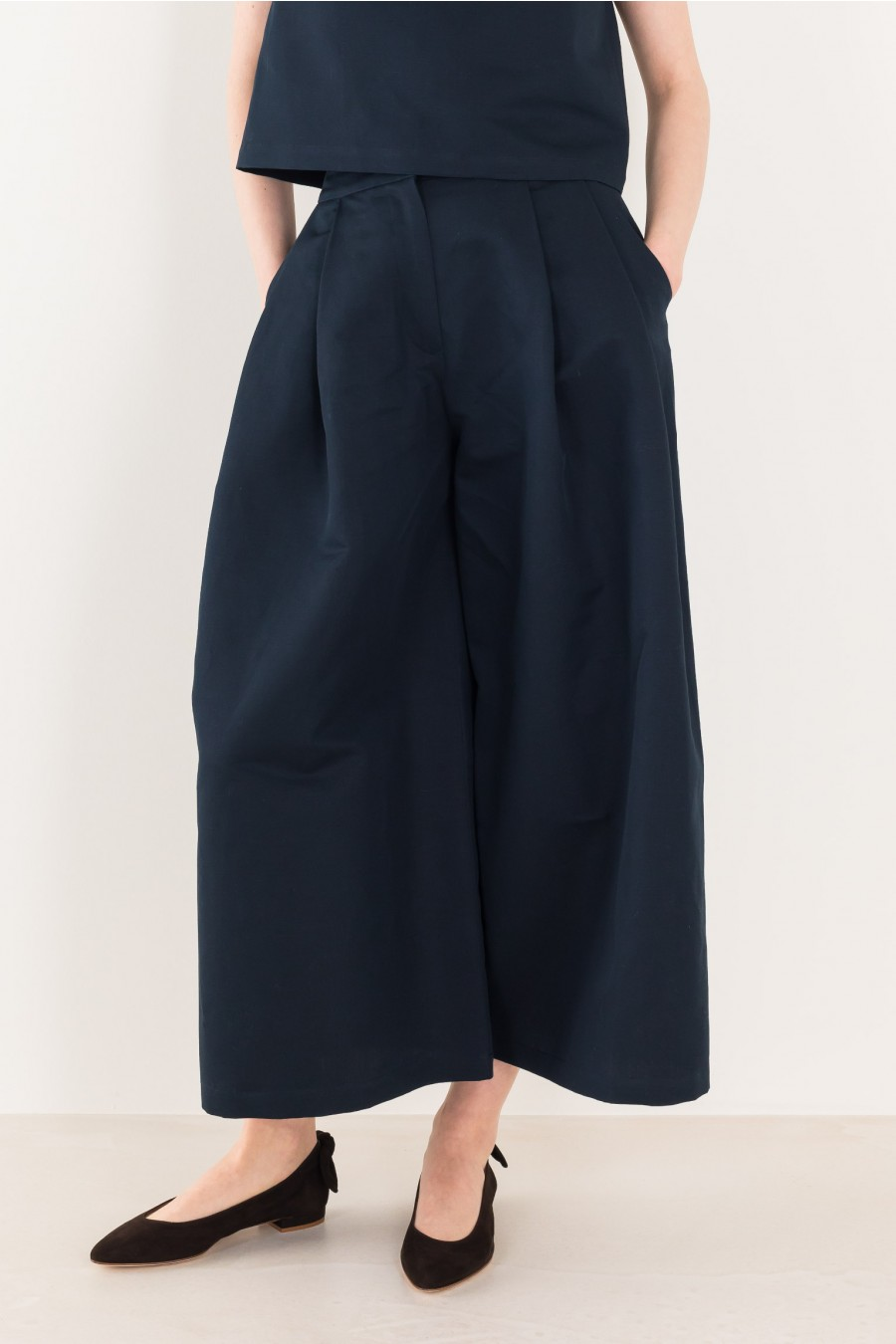 Wide trousers in linen and cotton