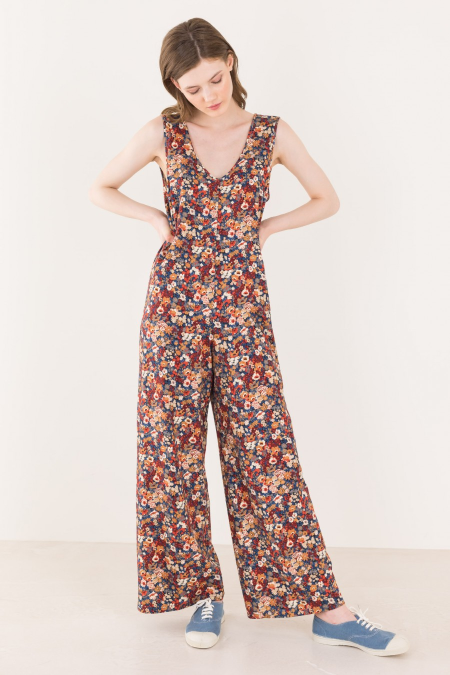 Long overalls with belt on the waist