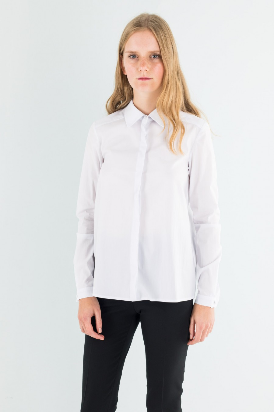 Shirt with curve collar