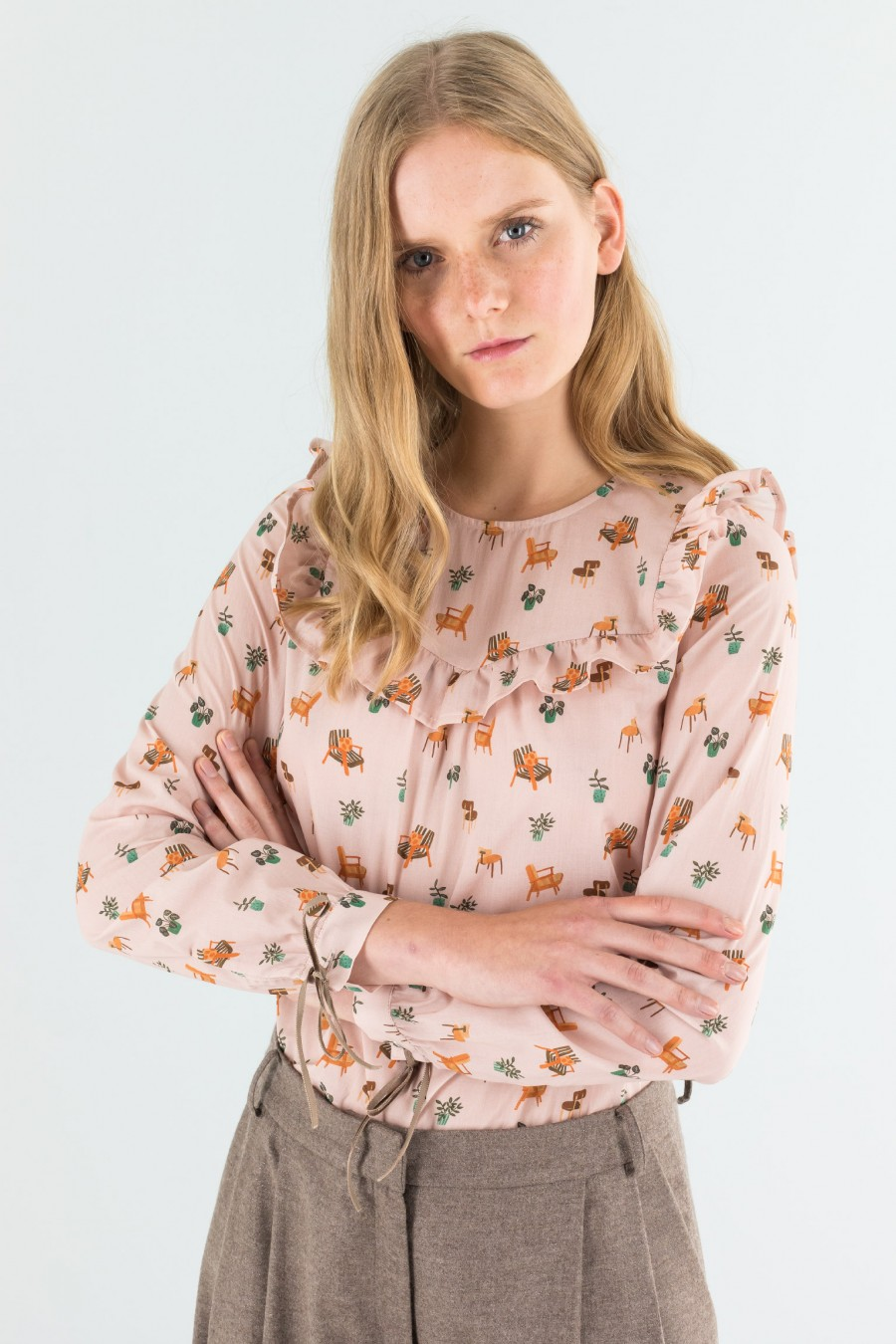 Pale pink shirt with volant