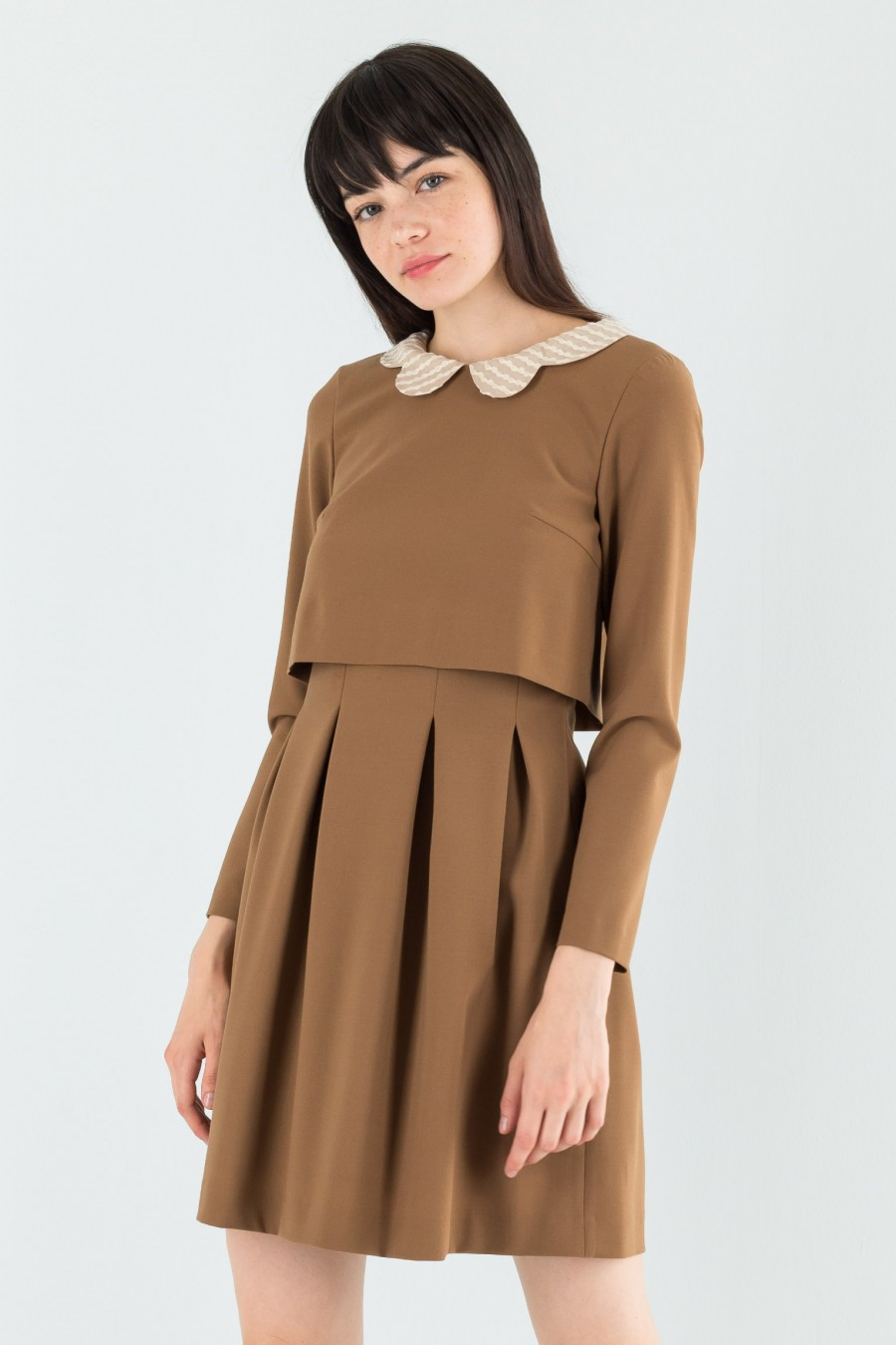 Dress with pleats and collar