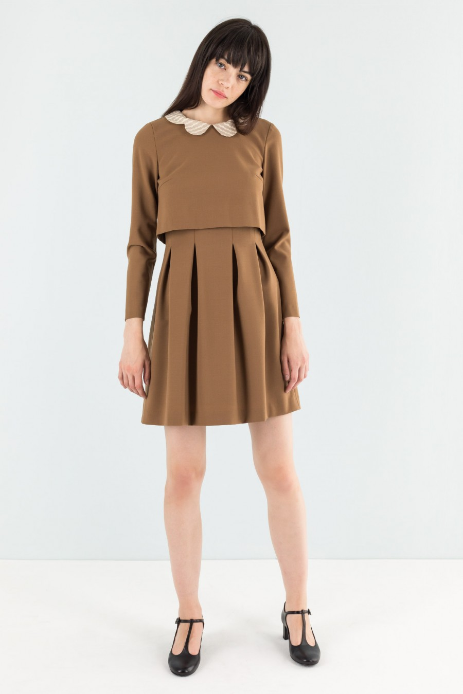 Camel dress with detachable collar