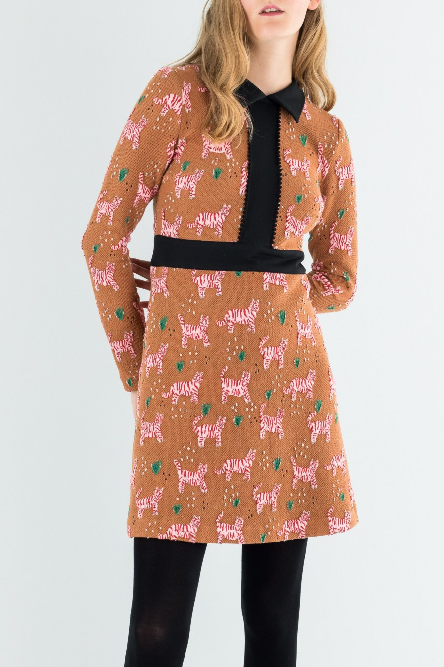 Jacquard dress with collar