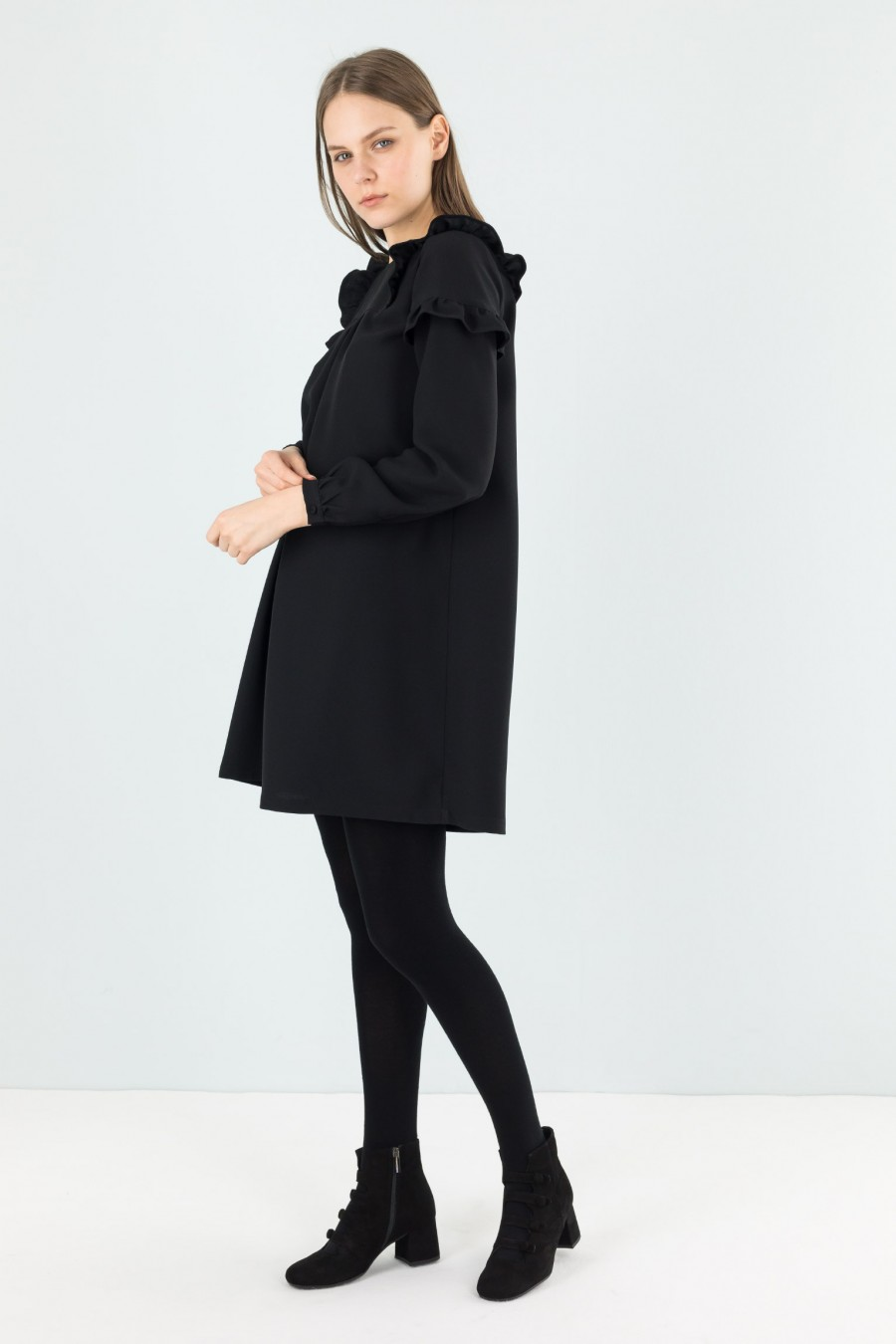 Dress with ruffle on sleeves