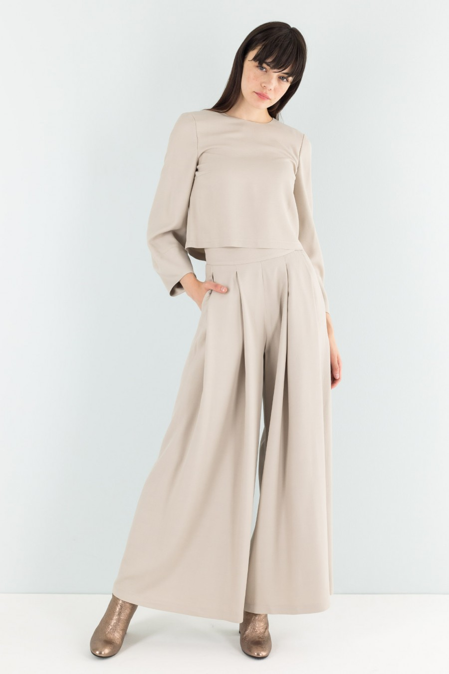 Beige pleated trousers