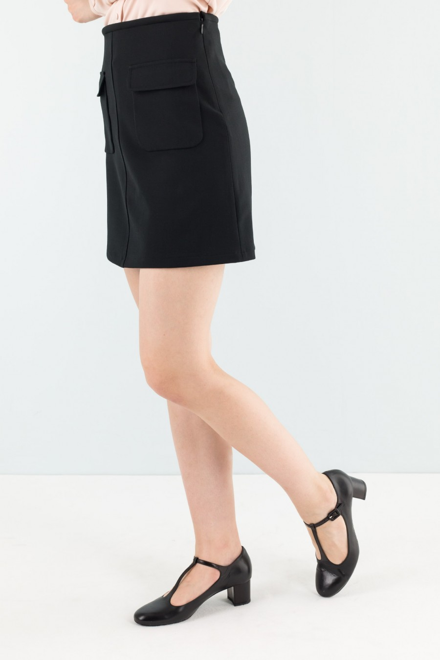 Elegant black mini skirt