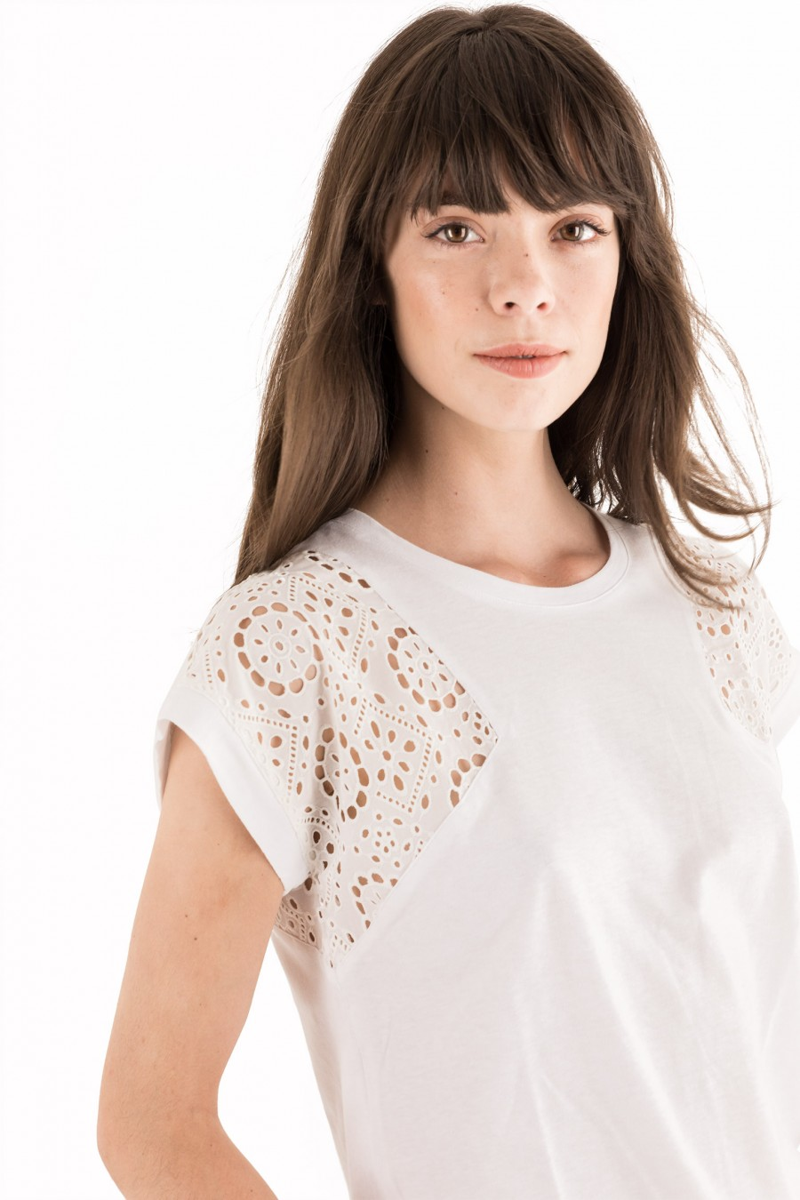 White t-shirt with Broderie anglaise insert