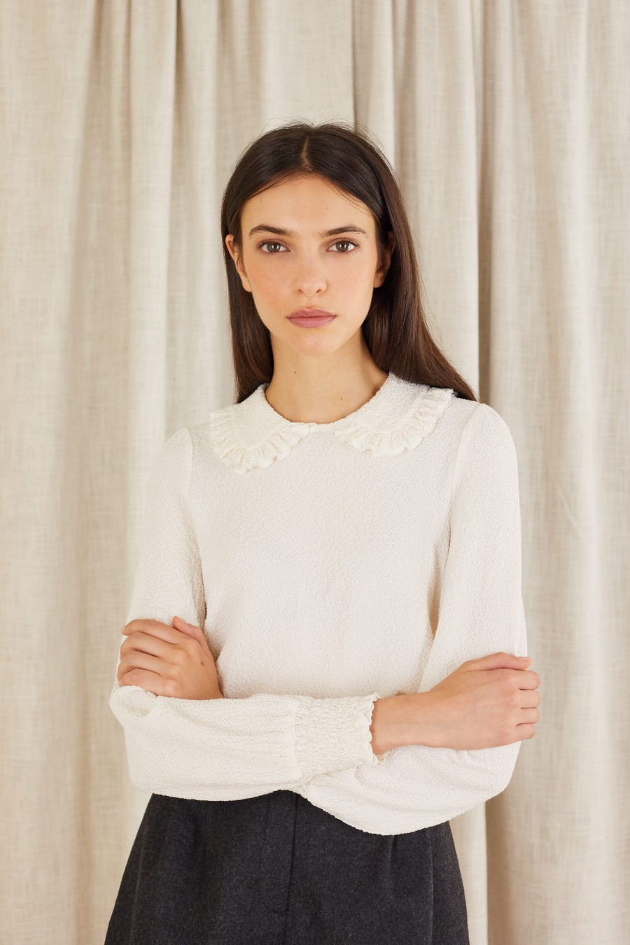 Seersucker blouse with ruffles on the collar