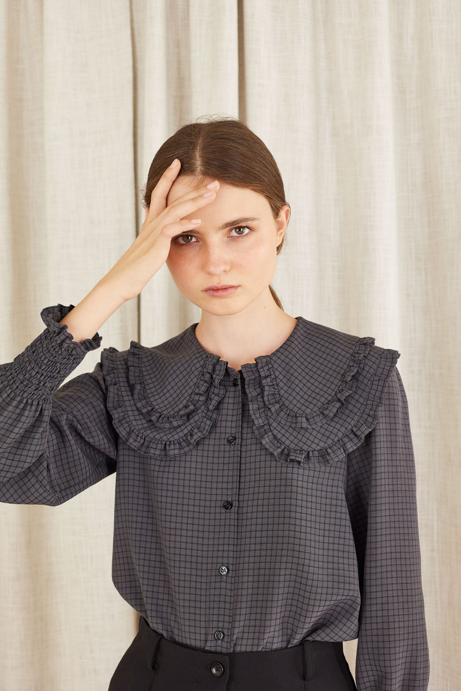 Shirt with double maxi collar