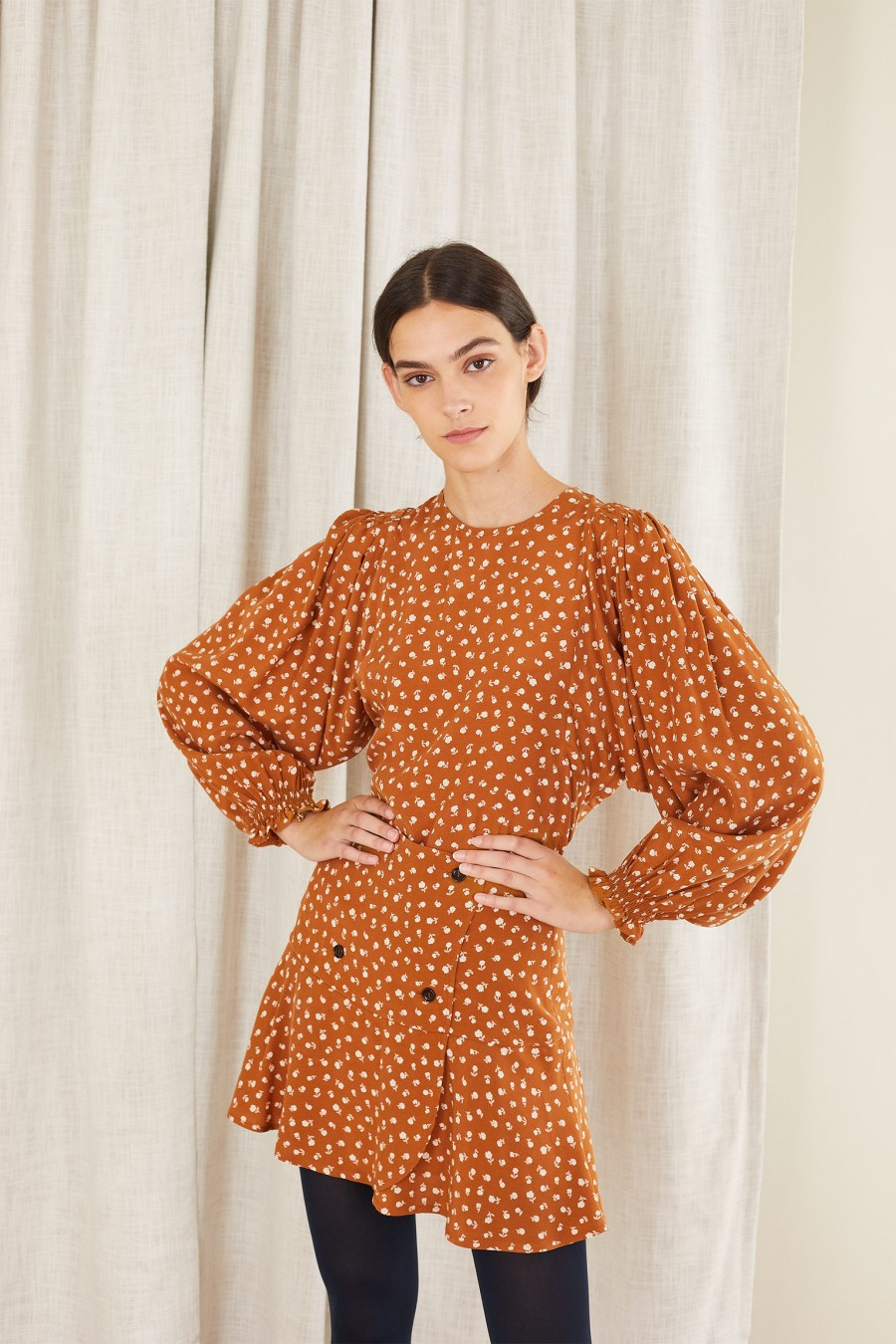 biscuit brown top with wide sleeves