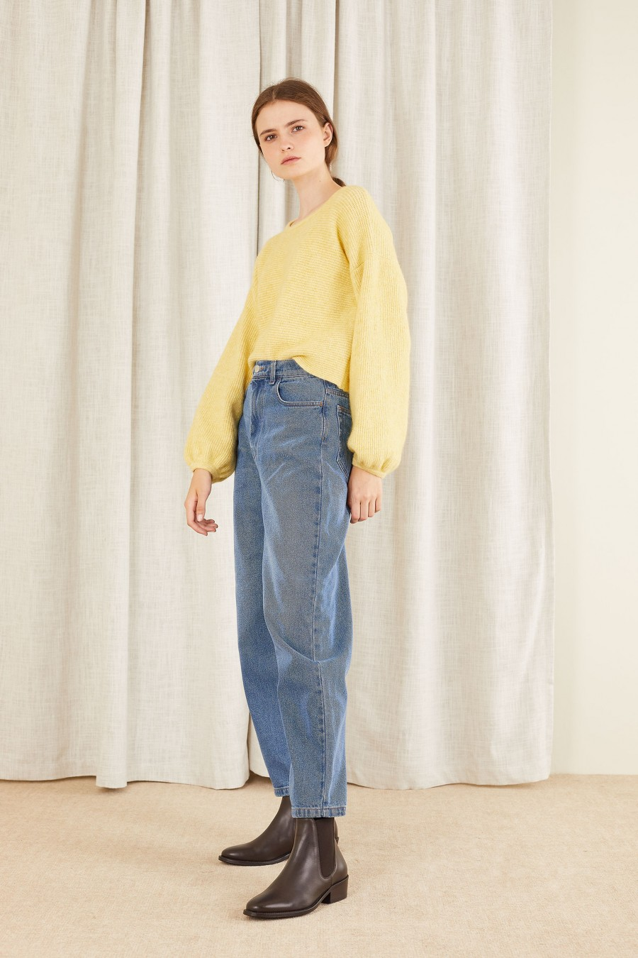 casual look with balloon leg denim trousers